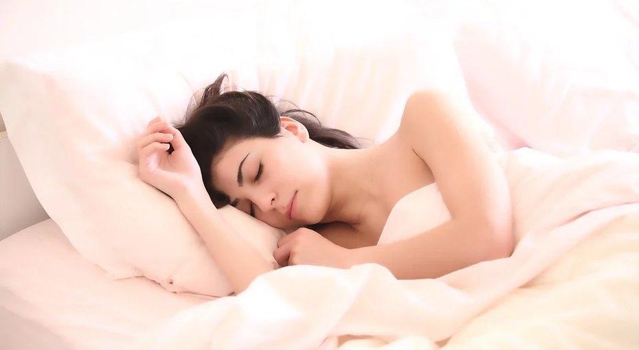 Как стать красивее во время сна: 8 несложных правил