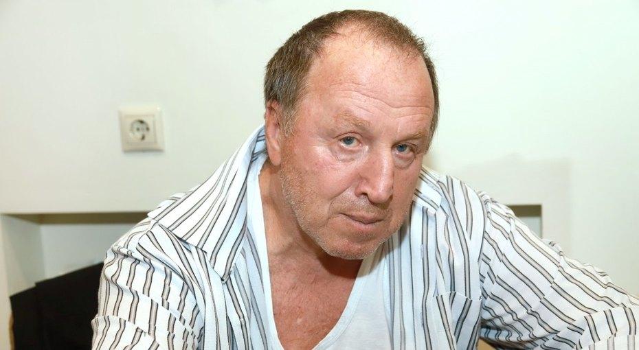 «Уже видны папины черты»: 71-летний Владимир Стеклов показал фото сполуторагодовалой дочерью