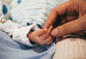 Врачи поставили девушке 5-6 недель беременности, а через три дня она родила