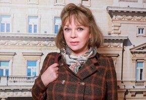 «Какой мачо»: Елена Валюшкина интригует фото с незнакомцем