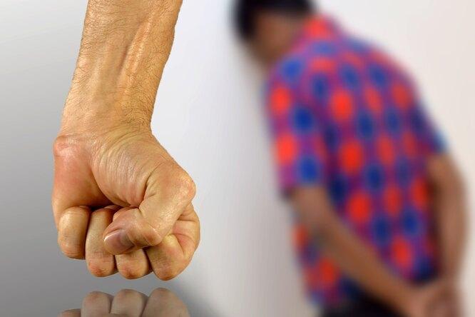 Алексей Любимцев избивает детей ихочет лишить жену имущества после развода