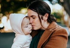 «Ей нужен был шанс»: незнакомка помогла лишенной прав матери вернуть ребенка