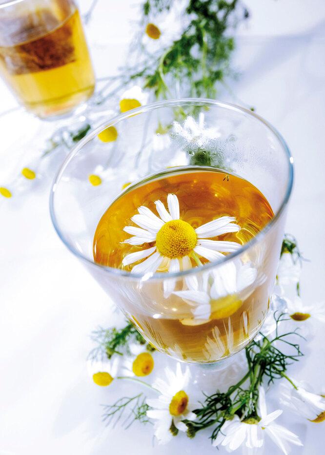 Травяной чай с ромашкой и мятой
