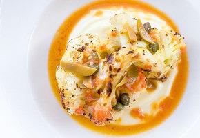 Рецепт цветной капусты, с рагу из томатов и оливками