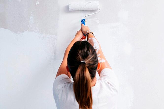 В какой цвет покрасить небольшую комнату иможно ли прямо поверх обоев?