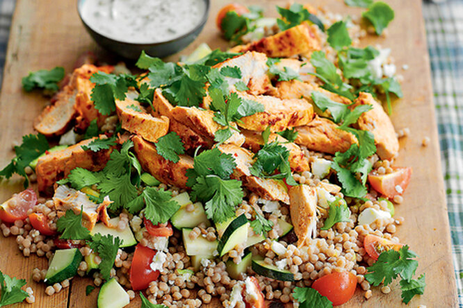 Салат с курицей и кускусом