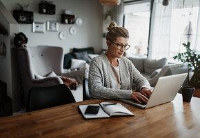 Сидячая и безопасная: как работать в офисе и дома без вреда для здоровья?