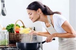 4 кухонные привычки, из-за которых мы толстеем