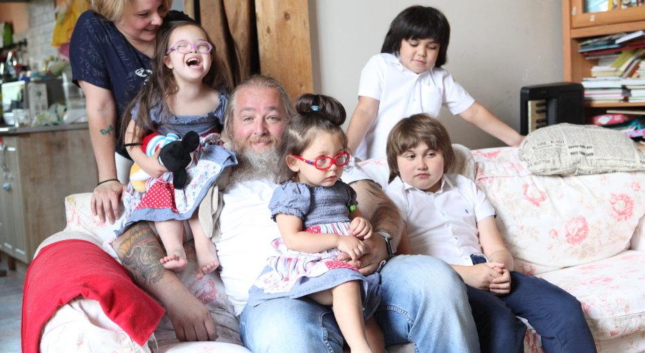 Истории приемных семей глазами мужчин: Петр Свешников иего семеро детей