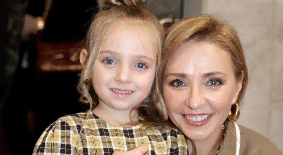 «Какая Надя хозяюшка!» Татьяна Навка показала, как 5-летняя дочь помогает маме накухне, идала рецепт шоколадного печенья