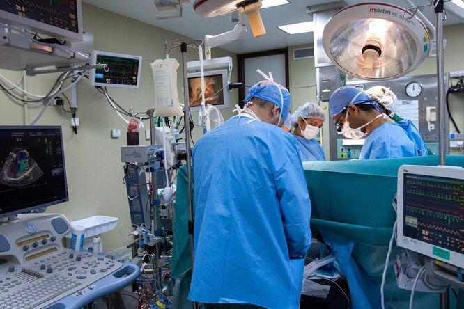 С трудом передвигался: россиянину удалили 49-килограммовую опухоль