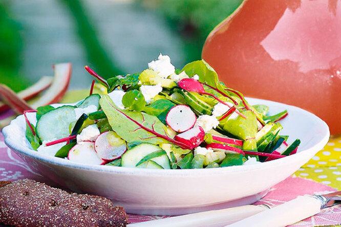 Салат с молодым редисом