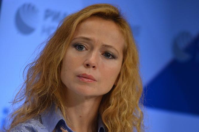 «Идеальная фигура»: 45-летняя Елена Захарова набрала вес иснялась вбикини