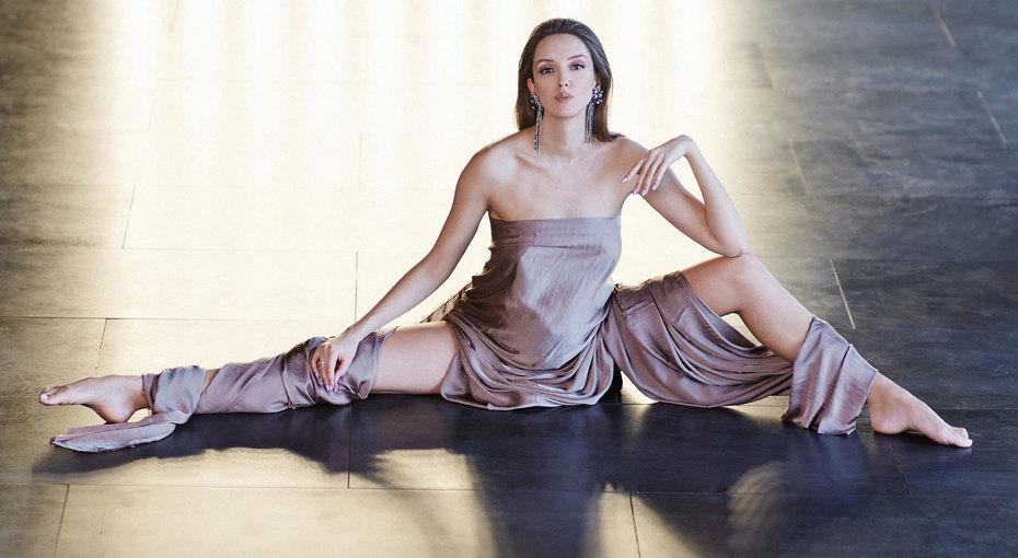 «Шикарно иэлегантно»: беременная звезда сериала «Фитнес» показала соблазнительное фото
