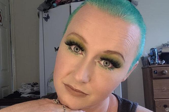 Женщина 20 лет красила волосы дома, но вэтот раз получила страшный результат