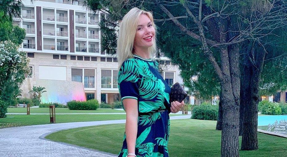 «Два споловиной месяца после четвертых родов»: Анастасия Трегубова показала честное фото вбикини