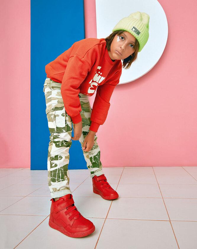 Свитшот, Mini Rodini, Lamoda; брюки и кеды, Reserved; шапка, Patrizia Pepe