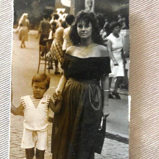 Тимур Соловьев с мамой в детстве