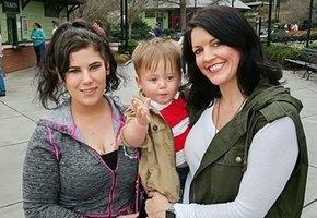 Мама отдала сына на усыновление незнакомке, летевшей с ней одним рейсом