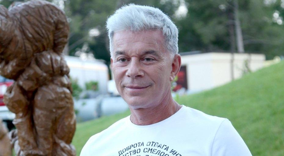 «Какой парень!» 67-летний Олег Газманов разделся наавтомойке ради жены (видео)