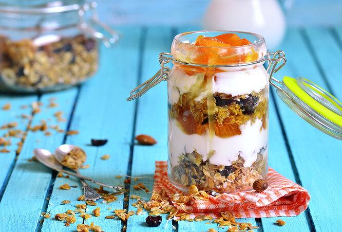 Десерт с хурмой, орешками и мёдом