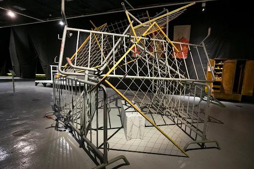 Работа с выставки Слишком много свободы