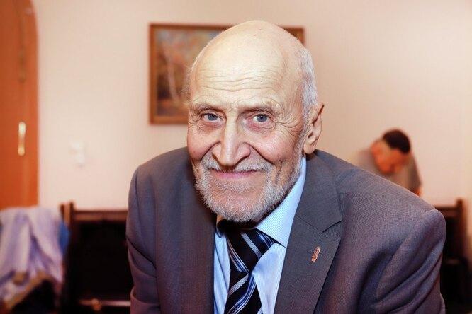81-летний Николай Дроздов сломал позвонок иребра, занимаясь йогой