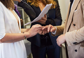 «Хотели сбежать ото всех»: пара поженилась на борту самолёта при 150 пассажирах