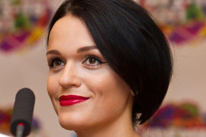 «Такая я миленькая искромная!» Певица Слава показала вечерний макияж
