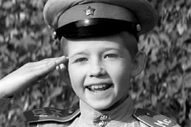 «Бегемота смотрел взоопарке»: где сейчас суворовец Ваня Трофимов из«Офицеров»