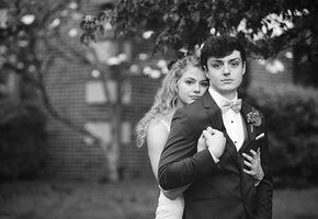 Влюблённые школьники шесть лет боролись с раком и поженились, проиграв ему битву