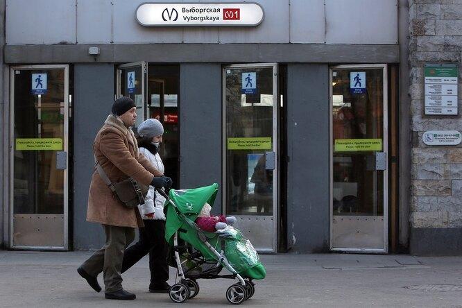 Первый ребенок, рожденный настанции метро Санкт-Петербурга, нашел приемную семью