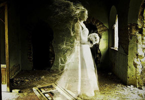 Анна Бейкер: вечная невеста и ее проклятое платье