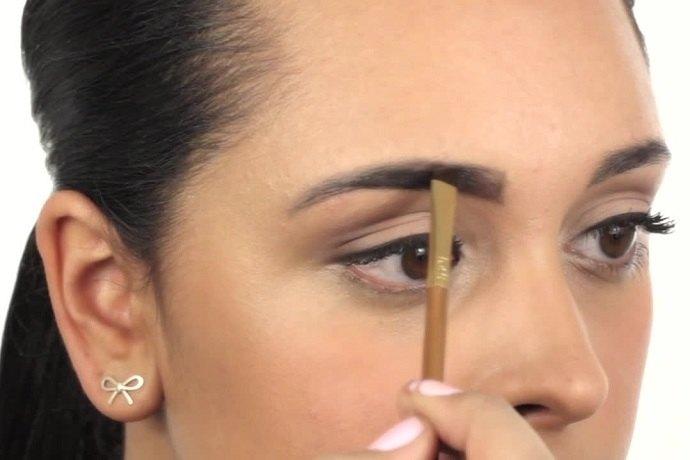 С глаз долой: 5 ошибок примакияже бровей, который прибавляют вам 10 лет