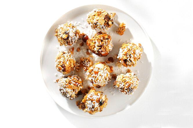 Шарики из гранолы с кокосом