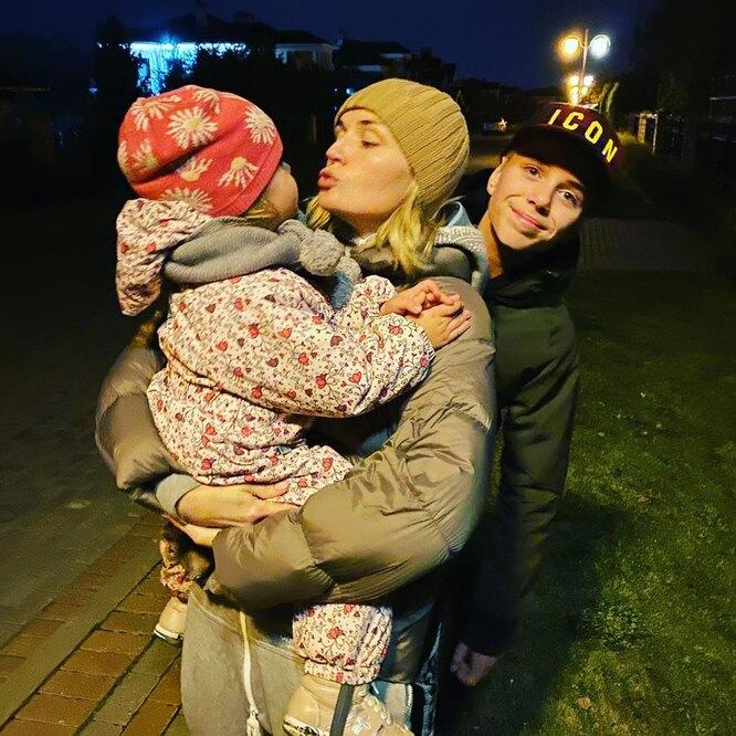 Полина Гагарина с сыном Андреем и дочерью Мией