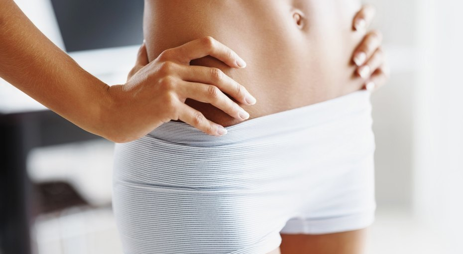 Не щадя живота: 7 привычек, из-за которых образуется жир наживоте