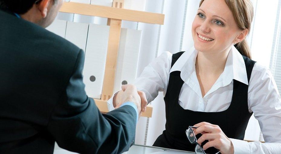 Чтобы получить зарплату побольше, непренебрегайте макияжем передсобеседованием
