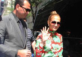 «Идеальная!» Дженнифер Лопес в сверкающем платье показала безупречную фигуру