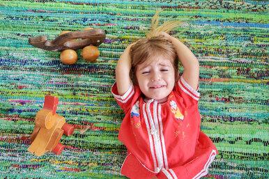 Почему нельзя оставлять детей «прокричаться». Мнение психиатров