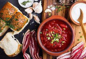 Обед на Кубани: салат «Летний», борщ, сабурани, жареная барабулька и компот
