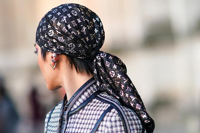 Бандана или шелковый платок: как носить главный тренд весны 2021?