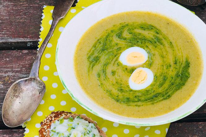 Суп-пюре со щавелем и песто из крапивы