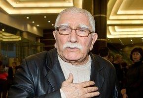 Армен Джигарханян госпитализирован с осложнением после перенесенной пневмонии