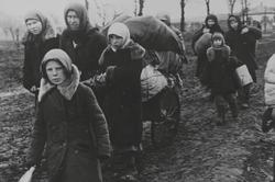 «Они неслышали самолет»: история девочки иее глухих родителей во время войны