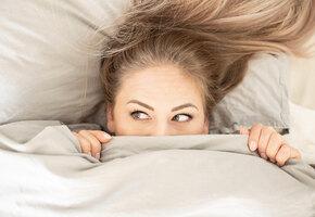 Не белочка: женщина немного перебрала, а утром обнаружила в постели животное