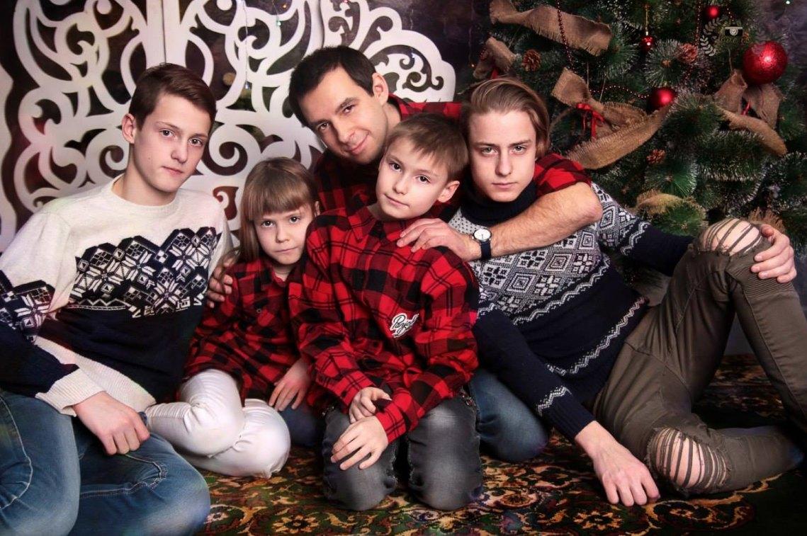 Антон иего дети: Игорь, Саша, Антон, Леша