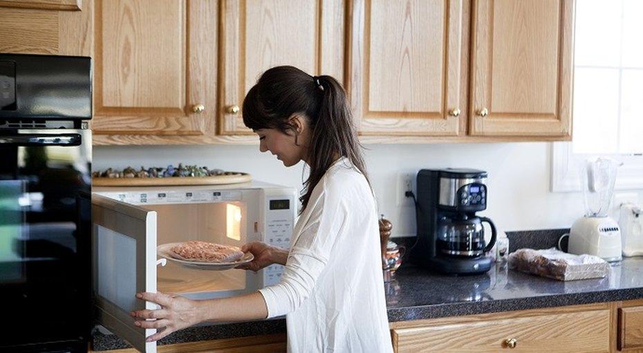 Привычка разогревать еду вмикроволновке может привести кбесплодию