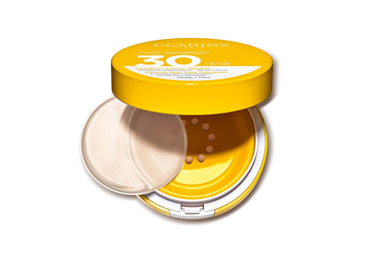 Солнцезащитное компактное средство длялица слегким тоном SPF 30, Clarins