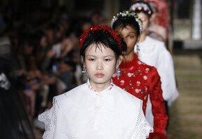 15 модных украшений для волос, которые сочетаются с маской